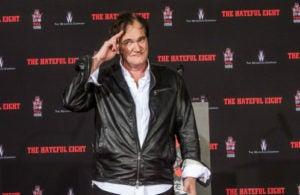 Quentin Tarantino busca prostitutas con los pechos si operar para su próximo proyecto.