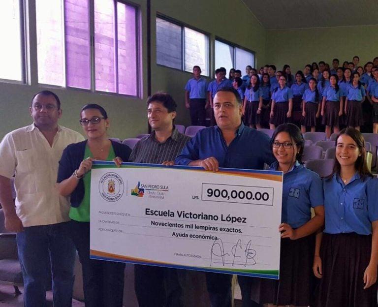 Alcaldía de SPS  entrega fondos a la Victoriano López