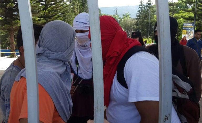 Crisis UNAH: El mensaje de universitario detrás de la «máscara»