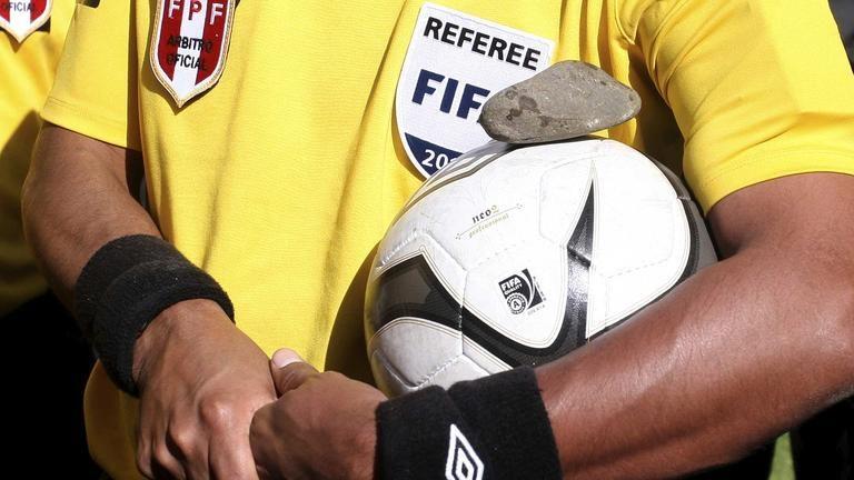 FIFA rige 12 nuevas reglas en el fútbol mundial