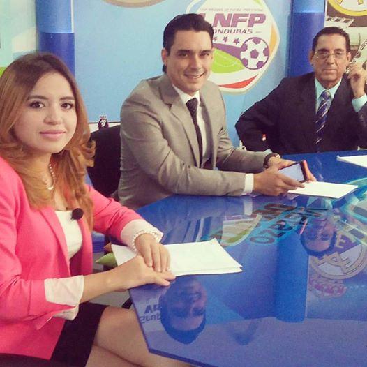 Andrea Umaña aparece en la televisión en el programa Vistazo Deportivo.