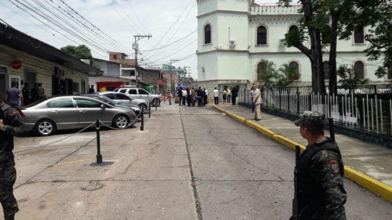 Oposición llega al Estado Mayor para dar documento contra reelección presidencial