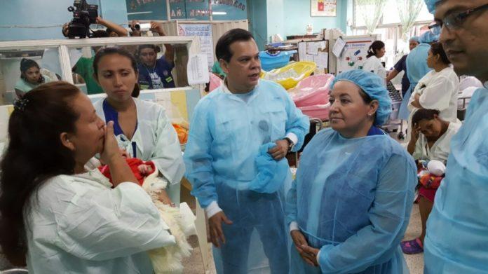 bebés con microcefalia