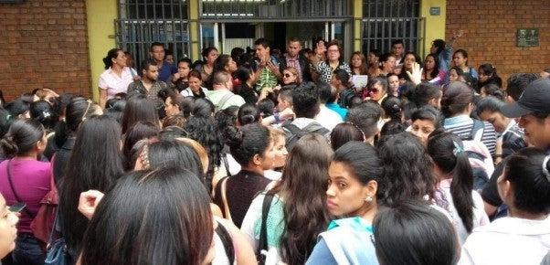 UNAH: Ahora protestan los que estudian a distancia