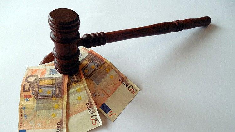 Sin precedentes: juez falla que mujer divorciada se ponga a trabajar