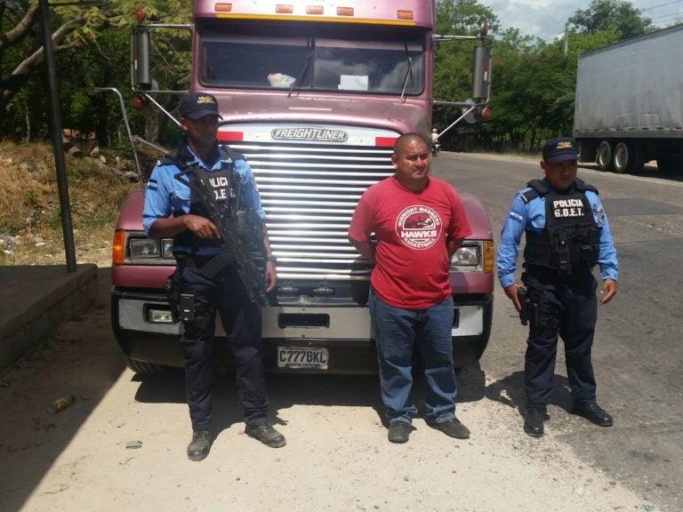 Decomisan dos rastras con supuesta cocaína en Lempira