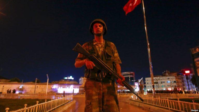 Primer ministro Turquía dice que situación está bajo control