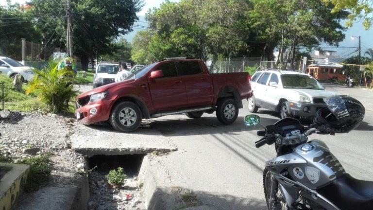 Doctora embiste a dos colegiales en La Ceiba