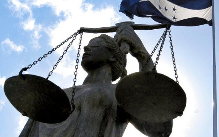 Piden a magistrados no legitimar proyecto reeleccionista de JOH
