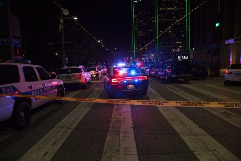 Cinco policías mueren a manos de francotiradores en Dallas