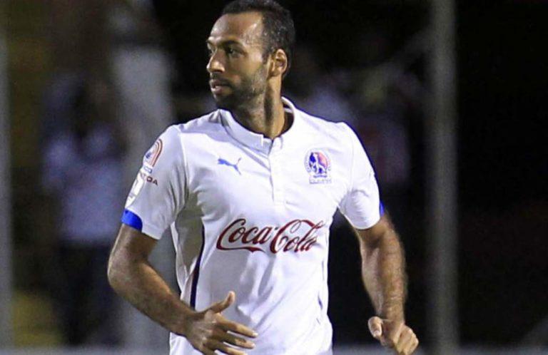 El defensor del Olimpia Fabio de Souza, recibe el alta médica