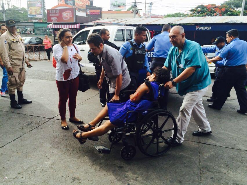 Con 2 heridas de bala ingresa mujer al Hospital Escuela tras tiroteo en empresa de Transporte Discovery.