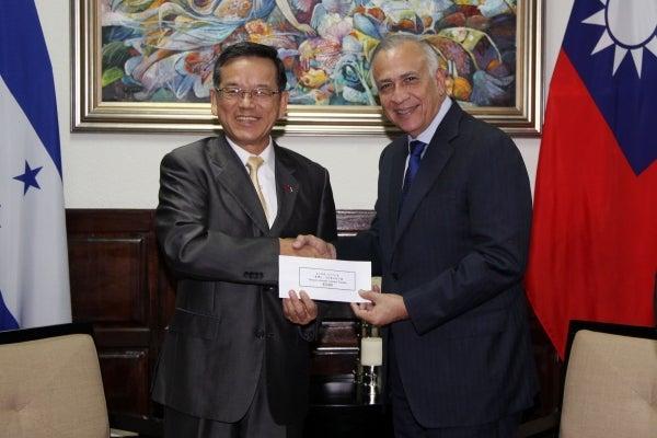 Taiwán entrega aporte para proyecto de agua potable en Choluteca