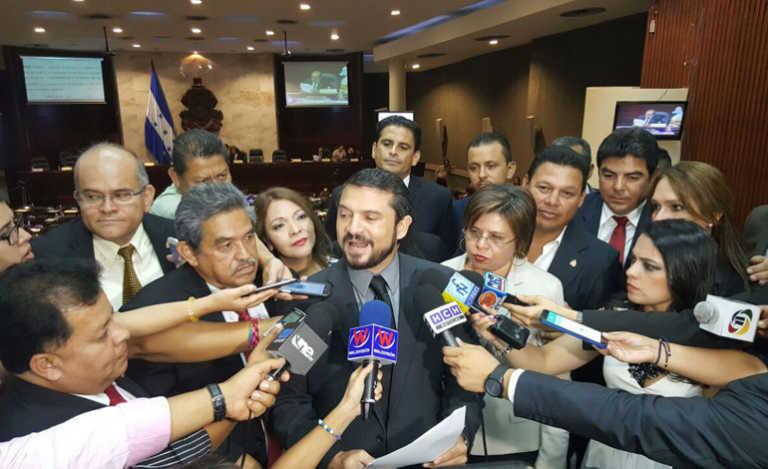 Reelección: Oposición en contra de consultar a la CSJ