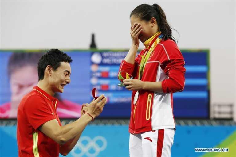 VÍDEO: He Zim se lleva medalla de plata y anillo de compromiso de Río 2016