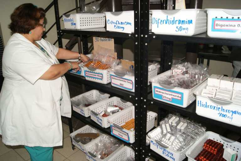 Listas tres farmacias privadas para entregar medicamentos