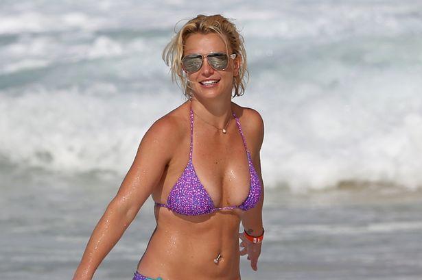 Britney Spears casi muere ahogada en las playas de Hawái