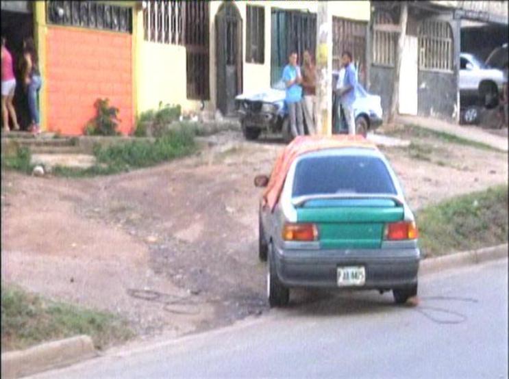 Asesinan a un joven en el interior de su vehículo en la colonia Izaguirre