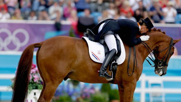 Renuncia a la medalla en Juegos Olímpicos por salvar la vida de su caballo
