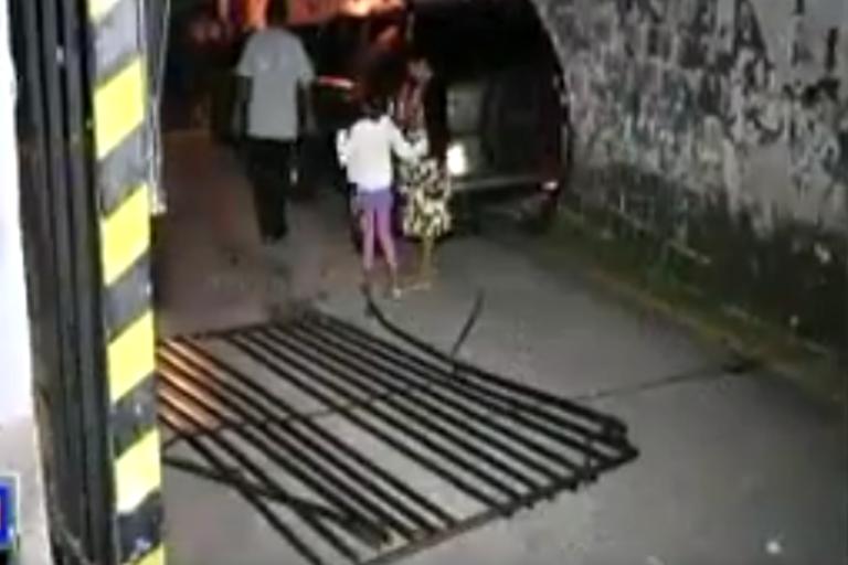 Policía ebrio es detenido por chocar contra portones de su colonia