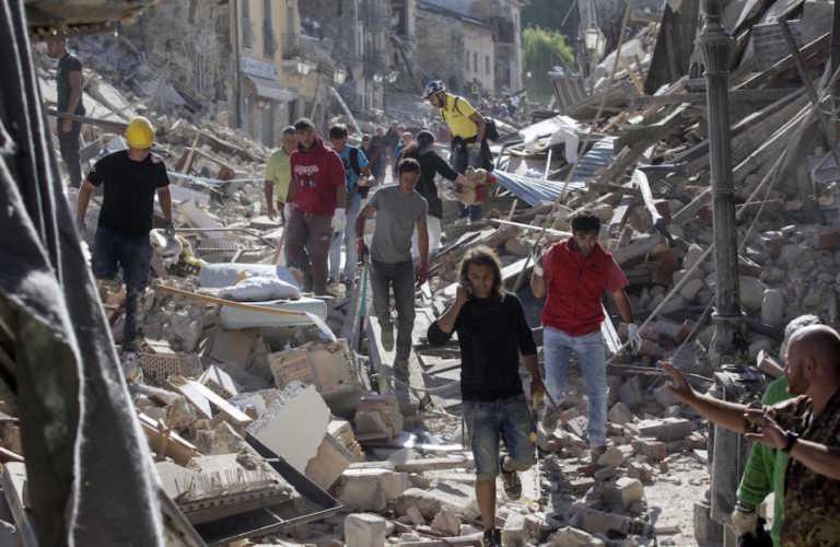 Ya son 247 muertos tras un devastador terremoto en Italia
