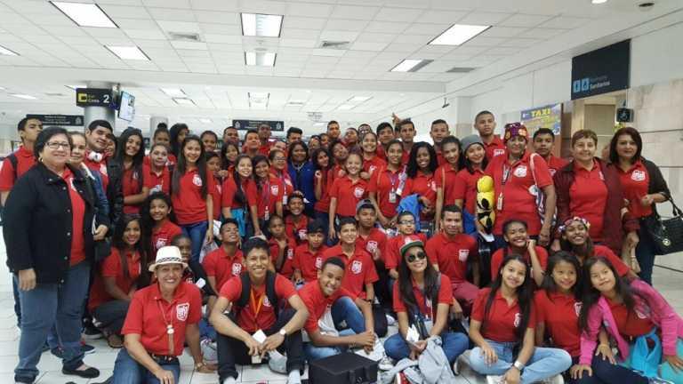 Banda del Instituto nacional de Panamá llega a Tegucigalpa