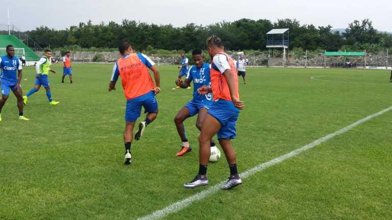 Ni la lluvia detiene a la selección de Honduras en México