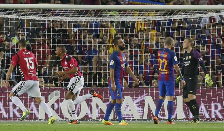 Alavés sorprende al FC Barcelona y lo derrota en el Camp Nou