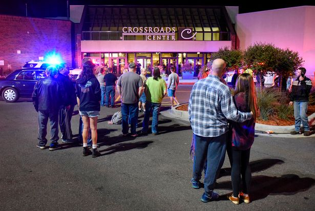 8 personas apuñaladas en Mall en Minessota; ISIS se atribuye ataque
