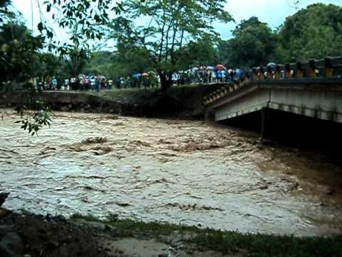 Dos mujeres y dos niños son arrastrados por río Taujica en Tocoa, Colón