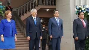 Presidente Juan Orlando Hernández junto al cuerpo diplomático