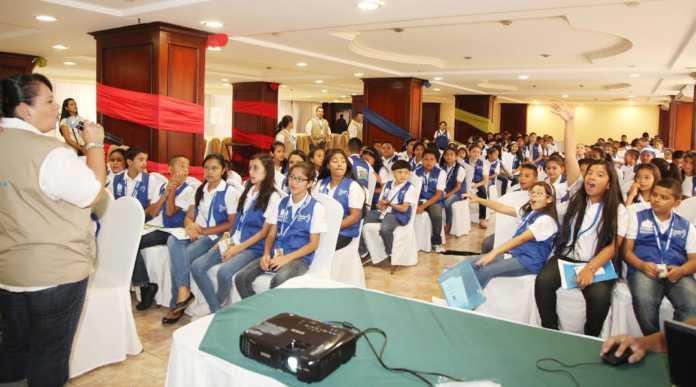 capacitación sobre el zika a congreso infantil