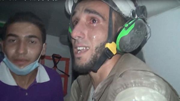 """Siria: """"¡Está viva!"""", conmovedor llanto de rescatista al salvar a una bebé"""