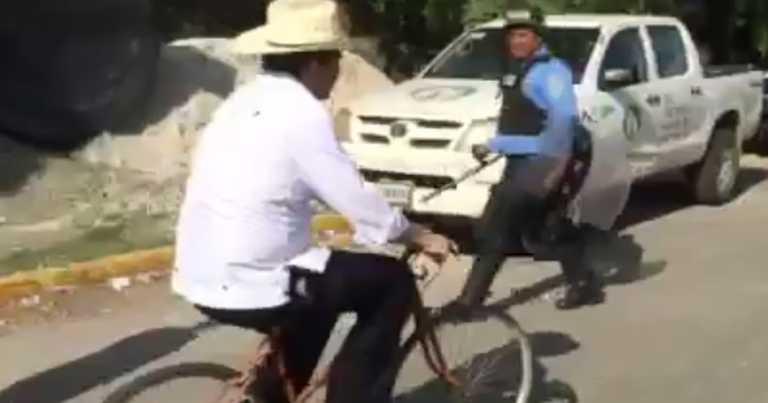 Manuel Zelaya y su transporte durante protesta en peaje
