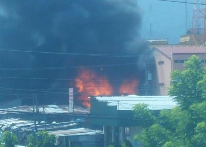 Se quema un puesto de venta del Mercado «San Isidro» en La Ceiba