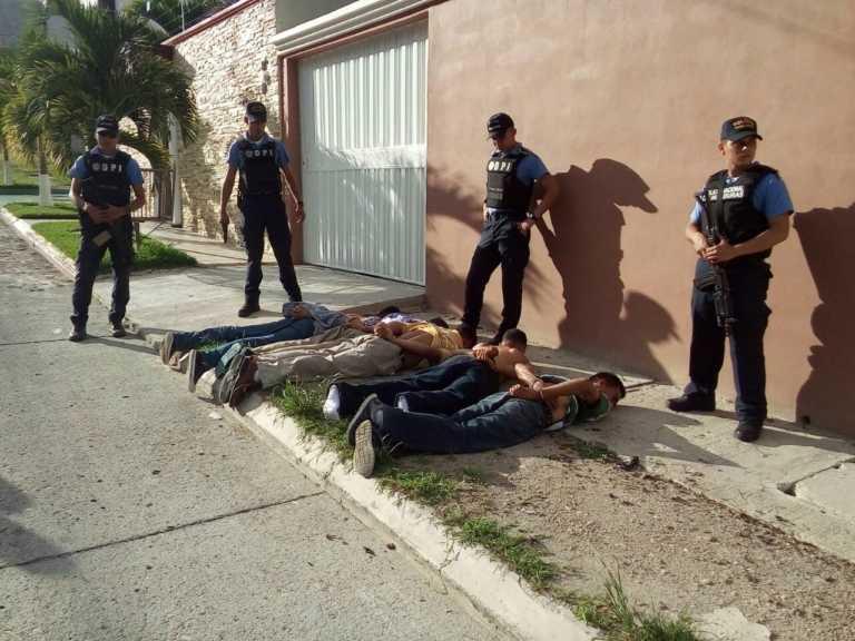 Detienen a cinco pandilleros en residencial Las Uvas en Tegucigalpa