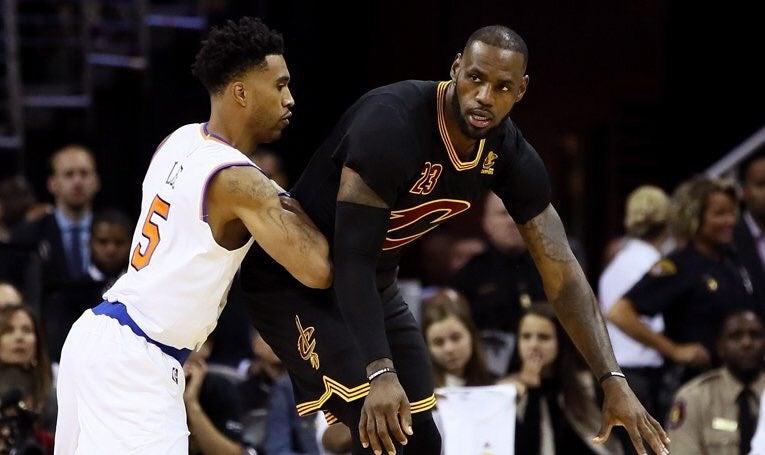LeBron James y los Cavaliers inician torneo de NBA derrotando a los Knicks