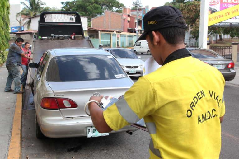 Grúas municipales decomisarán vehículos mal estacionados en la capital