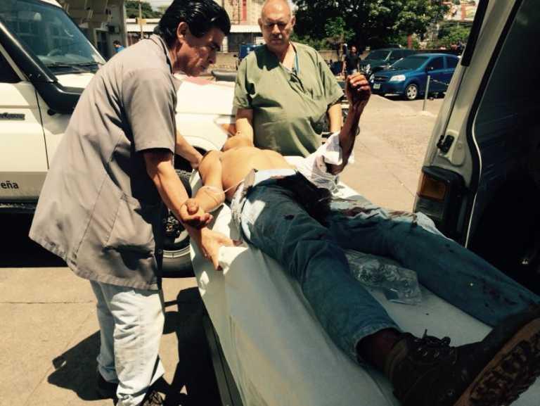 Ingresan heridos al HEU tras volcamiento de camión en Valle