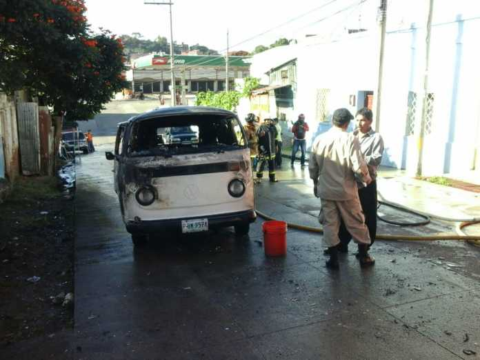 Microbús quemado en Comayagüela