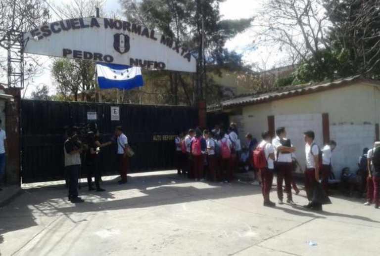 Hoy son las últimas graduaciones de la Escuela Normal Pedro Nufio
