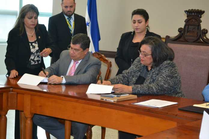 UNAH recibe informe de la Comisión de verdad y reconciliación