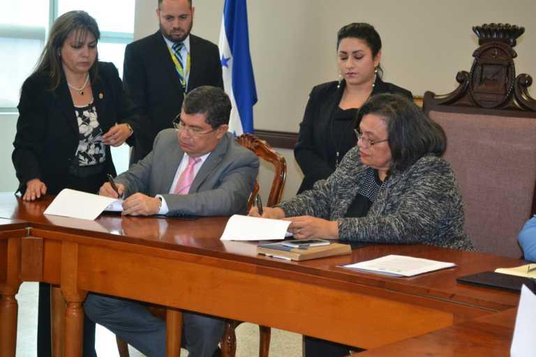 UNAH recibe informe de Comisión de la verdad y reconciliación