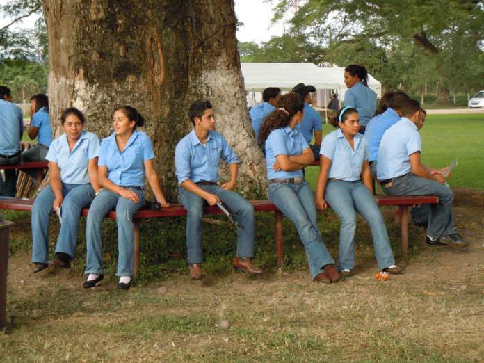 alumnos huelguistas de la Universidad de Agricultura