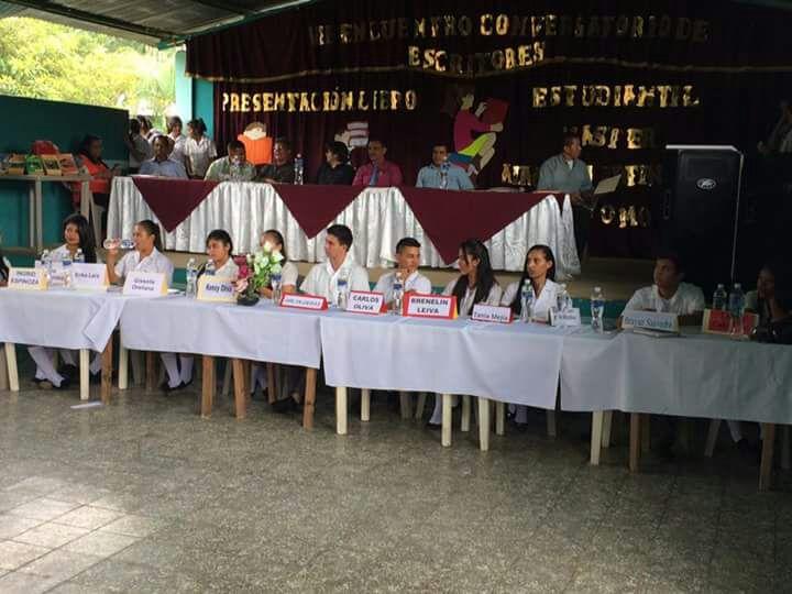 Celebran encuentro de escritores y presentación de libros estudiantiles