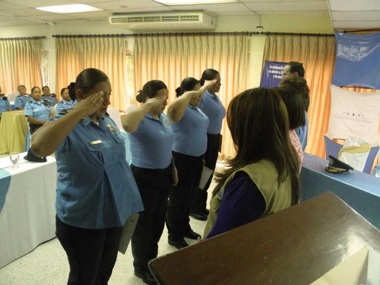 Mujeres Policías promueven la equidad de género