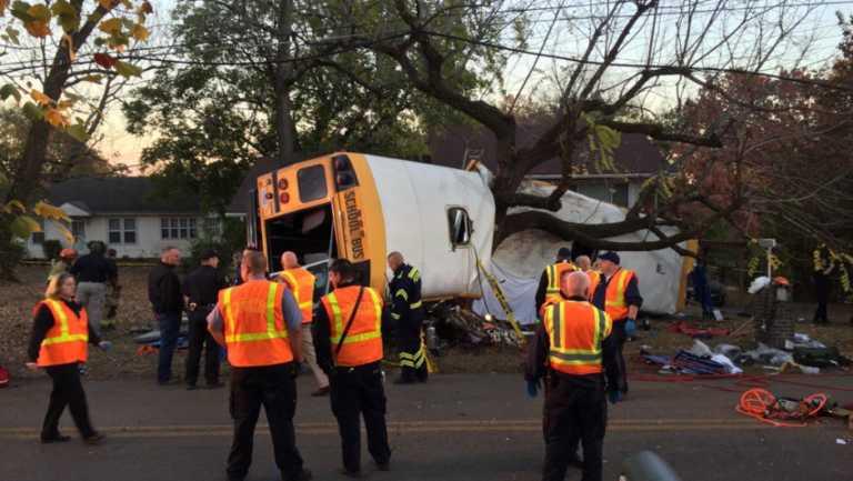 Al menos 6 niños perecen en accidente de bus escolar en Tennessee