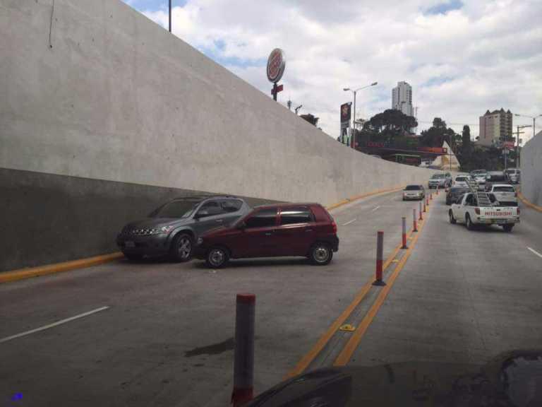 """Locos del volante """"estrenan"""" nuevo túnel en bulevar Juan Pablo II"""