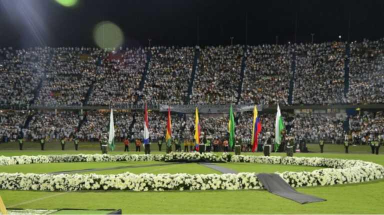 Emotivo homenaje al Chapecoense la noche en que se jugaría la final