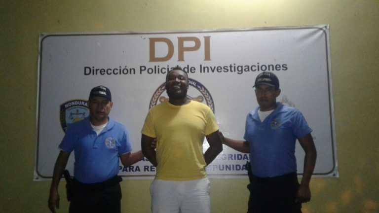 En colonia de La Ceiba: Acusan a marino de ser un estafador
